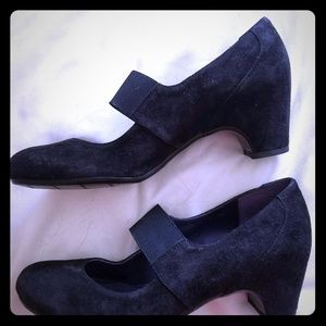Vaneli size 9 black suede Mary Jane pumps